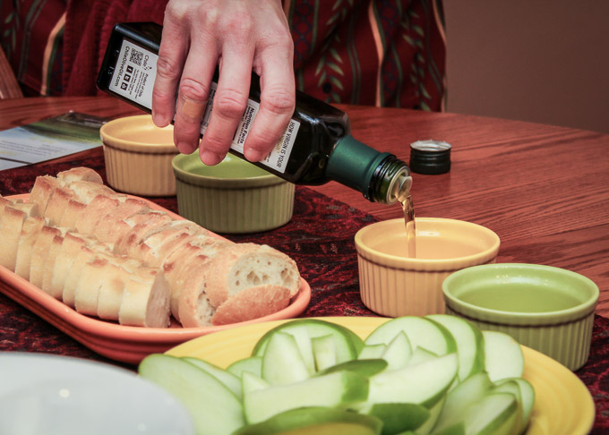 Andrea Meyers - Chilean olive oil tasting (Frank Stoehrer, photographer)