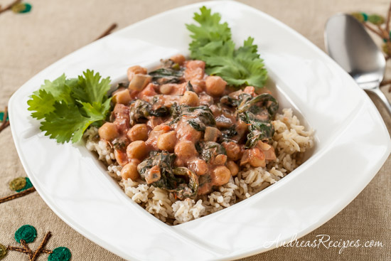 Chickpea Curry with Spinach and Tomatoes