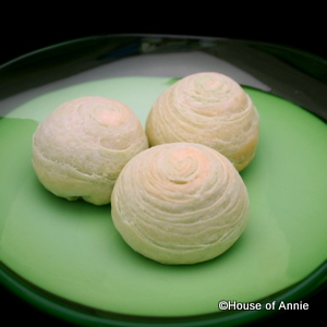 House of Annie - Pandan Spiral Moon Cake