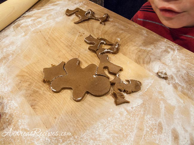Cutting the gingerbread men - Andrea Meyers
