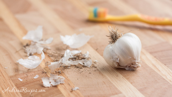 Andrea's Recipes - clean garlic bulb
