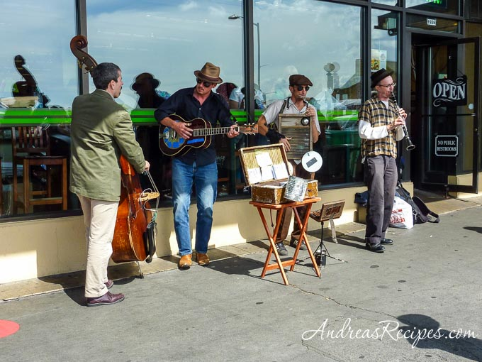 Andrea Meyers - musicians outside Pike Place Market, Seattle