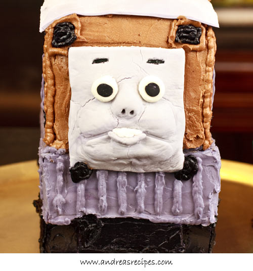 Andrea Meyers - Toby Train Birthday Cake, face