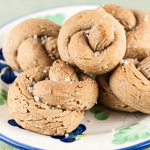 Andrea's Recipes - Cracked Wheat Knot Rolls