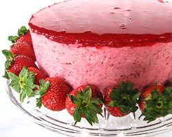 The Daring Bakers Make Strawberry Mirror Cake