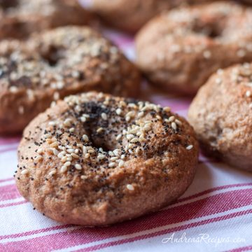 Whole wheat and rye bagels with poppy and sesame seeds - Andrea Meyers