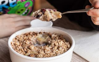 Breakfast Oatmeal with Peanut Butter, Bananas, and Honey