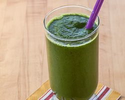 Kale, Spinach, and Pear Smoothie